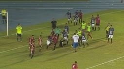 Técnico invade o campo e cria briga generalizada na decisão do Campeonato Sub-17, no Amapá