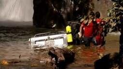 Em Jaguaraçu, carro cai em cachoeira e motorista de 74 anos morre