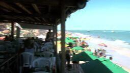 Barracas da praia do Francês são reabertas