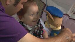 Família faz campanha para arrecadar R$ 2,5 milhões para tratamento de filha nos EUA