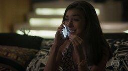 Zac não entende quando Yasmin o destrata no telefone
