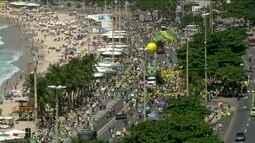Manifestantes defendem a Operação Lava-Jato e o fim do foro privilegiado pelo país