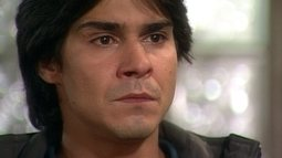 Reginaldo obriga Venâncio a assumir falso caso com Leila