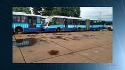 Funcionário do transporte coletivo denuncia ônibus parados nas empresas, em Goiânia