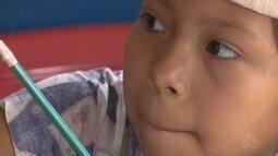 Grupo de crianças indígenas nascidas em Manaus mantém tradição de aprender língua nativa