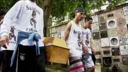 Corpo do adolescente, que foi espancado na Zona Sul, é enterrado