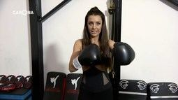 Cecília Ribeiro aprende técnicas do MMA