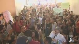 Manifestantes protestam contra proposta de aumento da passagem de ônibus