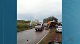 Motorista morre e 5 ficam feridos após batida entre carro e ônibus em Ituverava, SP