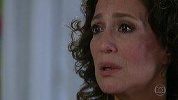 Maria do Carmo diz a Angélica que ela não é sua filha