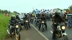 Manifestantes protestam na avenida Andaló e fecham a BR-153 em Rio Preto