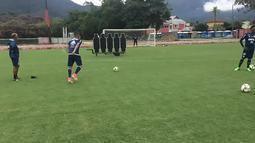 Guerrero treina cobrança de falta