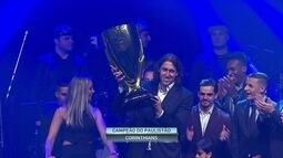 Corinthians recebe o troféu de campeão do Campeonato Paulista 2017