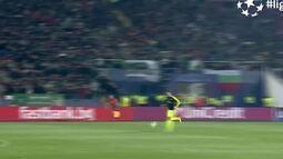 Top 10 Golaços na Liga dos Campeões da Uefa: Özil (Arsenal)