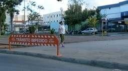 Interdição de rua no Bairro São José gera polêmica entre moradores de Montes Claros