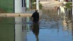 Dezenas de famílias ficaram desabrigadas por causa da chuva