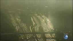 Veja imagens do trânsito na Avenida Paralela