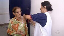 Depois da prorrogaçã da campanha de vacinação, pessoas se imunizam em Ponta Porã