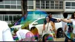 Edição carioca da Global Bubble Parede reúne crianças e adultos em Ipanema
