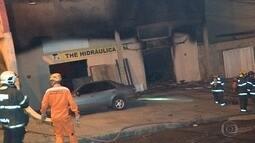 Incêndio destrói loja, em Contagem, na Grande BH