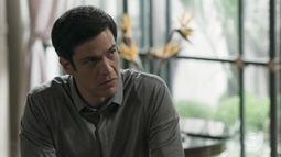 Eric fica irritado ao saber que Cássio procurou Luíza