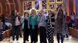 Divinas Divas cantam 'Yes, Nós Temos Banana'