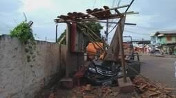 Em Macapá, motorista perde controle de carro e atinge três pessoas em ponto de ônibus