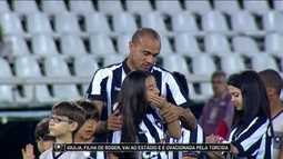 Giulia, filha de Roger, vai ao estádio e é ovacionada pela torcida