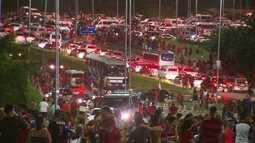 Em dia de jogo na Arena, torcedores criticam acesso e reclamam de trânsito