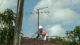 Patrulha Digital auxilia moradores do Recife a instalar o kit digital