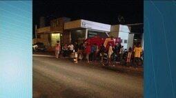 Carro e moto colidem em bairro em Cachoeiro, ES
