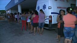 Pacientes passam a madrugada em fila para conseguir atendimento em São Luís