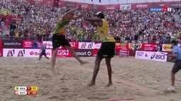 Evandro e André vencem austríacos por 2 a 0 e são campeões do Mundial de vôlei de praia