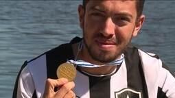 Atleta do Botafogo vira grande esperança do remo Brasileiro