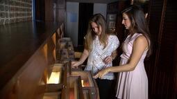 Maria João, neta de Jorge e Zélia, mostra as cartas de amor trocadas entre os escritores