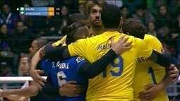3º Set - De manchete, Lucarelli deixa o Brasil na frente: 15/13
