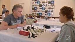 Competição nacional de xadrez reúne dezenas de pessoas em Alter do Chão, no Pará