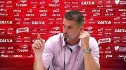 """Mancini discute com repórter após derrota do Vitória: """"Você está sendo parcial"""""""