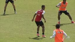 Danilo Ribeiro acompanha treinamento do Vitória nesta terça (22)