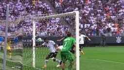 Corinthians vence o Vasco com gol irregular de Jô
