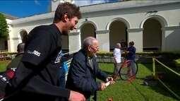 Joga com a Gente: Marcelo Demoliner leva o tênis para um abrigo de idosos