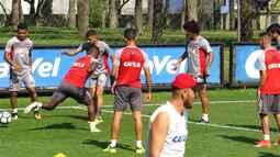 Boletim GE: Atlético-PR tem trio inédito e mudança na zaga para pegar o Santos