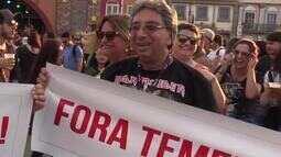 Público traz faixas para protesto político no Rock in Rio