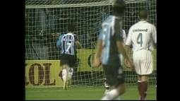 No Brasileiro de 2006, Grêmio e Flu empatam em jogo de oito gols
