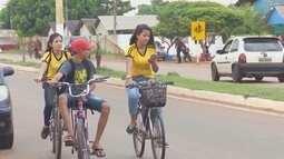 Motoristas reclamam da falta de atenção de ciclistas em Guajará-Mirim