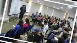 'No fim das contas' mostra história de jovens que abriram escola de educação financeira