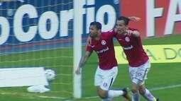 Gol do Inter! Camilo lança Carlos, que toca na saída do goleiro, aos 38' do 2º tempo