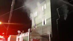 Incêndio atinge prédio de quitinetes no DF