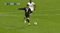Cristiano Ronaldo arrisca de fora da área e Lloris faz a defesa, aos 39 do 2º tempo