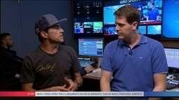 Campeão nas ondas gigantes, Carlos Burle lança biografia